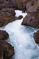 Barnafoss, Wasserfall, Stomschnellen am Fluss Hvítá in der Nähe der Orte Húsafell und Reykholt im Westen Islands, Schlucht, Felsschlucht, Bachschlucht, river in the west of Iceland
