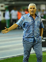 BARRANQUIILLA - COLOMBIA, 29-11-2018:Julio Comesana , técnico de Junior, gesticula durante el encuentro entre Atlético Junior de Colombia e Independiente Santa Fe de Colombia por la semifinal, vuelta, de la Copa CONMEBOL Sudamericana 2018 jugado en el estadio Roberto Meléndez de la ciudad de Barranquilla. /Julio Comesana, coach of Junior, gestures during a semifinal second leg match between Atletico Junior of Colombia and Independiente Santa Fe of Colombia as a part of Copa CONMEBOL Sudamericana 2018 played at Roberto Melendez stadium in Barranquilla city Atletico Junior de Colombia e Independiente Santa Fe de Colombia en partido por la semifinal, vuelta, de la Copa CONMEBOL Sudamericana 2018 jugado en el estadio Roberto Meléndez de la ciudad de Barranquilla. / Atletico Junior of Colombia and Independiente Santa Fe of Colombia in Semifinal second leg match as a part of Copa CONMEBOL Sudamericana 2018 played at Roberto Melendez stadium in Barranquilla city.  Photo: VizzorImage/ Alfonso Cervantes / Cont
