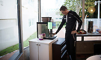 Coffee must be the most loved drink among pro-riders: no morning without for Jens Keukeleire (BEL/Orica-GreenEDGE). Also on the morning of the 114th Paris-Roubaix 2016