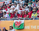 Wales team support members support Non Stanford as she competes in the Womans Triathlon <br /> <br /> *This image must be credited to Ian Cook Sportingwales and can only be used in conjunction with this event only*<br /> <br /> 21st Commonwealth Games - Womans Triathlon -  Day 1- 05\04\2018 - Broadwater Parklands - Gold Coast City - Australia