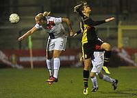 Netherlands U17 - Belgium U17 : Lucie Akkerman in een kopduel met Lotte Aertsen.foto Joke Vuylsteke / Vrouwenteam.be