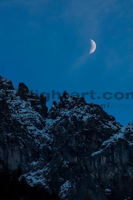 Moonrise over mountains, Mondaufgang über Berge, Planken, Rheintal, Rhine-valley, Liechtenstein.<br /> Foto: Paul J. Trummer