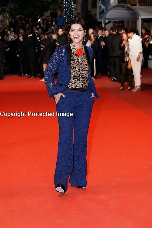 Soko arrive sur le tapis rouge pour la projection du film 'Juste la fin du monde' lors du 69ème Festival du Film à Cannes le jeudi 19 mai 2016.