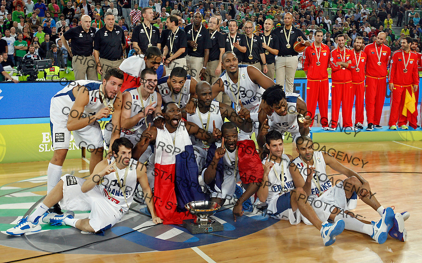 "France`s national basketball team players Joffrey Lauvergne, Nicolas Batum, Antoine Diot, Johan Petro, Charles Kahudi, Thomas Heurtel, Florent Pietrus, Tony Parker, Nando De Colo, Bors Diaw, Alexis Ajinca, Mickael Gelabale celebrate victory and firsth place after European basketball championship ""Eurobasket 2013""  final game between France and Lithuania in Stozice Arena in Ljubljana, Slovenia, on September 22. 2013. (credit: Pedja Milosavljevic  / thepedja@gmail.com / +381641260959)"