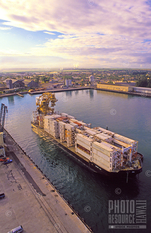 Loading and offloading of Matson containers in Honolulu Harbor