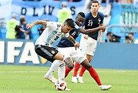 KAZAN - RUSIA, 30-06-2018: Blaise MATUIDI (Der) jugador de Francia disputa el balón con Enzo PEREZ (Izq) jugador de Argentina durante partido de octavos de final por la Copa Mundial de la FIFA Rusia 2018 jugado en el estadio Kazan Arena en Kazán, Rusia. / Blaise MATUIDI (R) player of France fights the ball with Enzo PEREZ (L) player of Argentina during match of the round of 16 for the FIFA World Cup Russia 2018 played at Kazan Arena stadium in Kazan, Russia. Photo: VizzorImage / Julian Medina / Cont