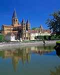 Frankreich, Burgund, Saone & Loire, Paray-le-Monial: Basilique du Sacré-Coeur (spaetes 11. Jh.)  | France, Burgundy, Saone & Loire, Paray-le-Monial: Basilique du Sacré-Coeur (late 11th century)