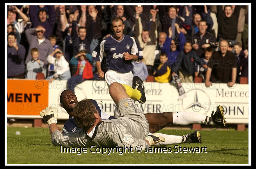 31/8/02       Collect Pic : James Stewart                     .File Name : stewart-falkirk v qots 22.COLLIN SAMUEL CELEBRATES SCORING THE THIRD GOAL....James Stewart Photo Agency, 19 Carronlea Drive, Falkirk. FK2 8DN      Vat Reg No. 607 6932 25.Office : +44 (0)1324 570906     .Mobile : + 44 (0)7721 416997.Fax     :  +44 (0)1324 570906.E-mail : jim@jspa.co.uk.If you require further information then contact Jim Stewart on any of the numbers above.........