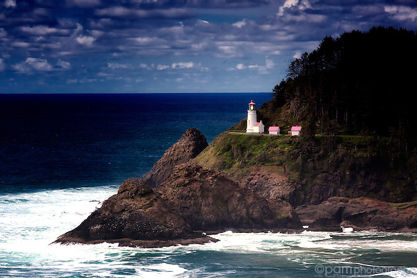 Haceta Head Lighthouse from lookout