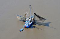 Elbfischer: EUROPA, DEUTSCHLAND, HAMBURG,(EUROPE, GERMANY), 11.04.2011: Elbfischer Ostetal aus Finkenwerder