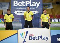 BOGOTA - COLOMBIA, 31-10-2020: Jhon Ospina, arbitro durante partido entre Millonarios F. C. y Atletico Nacional de la fecha 17 por la Liga BetPlay DIMAYOR 2020 jugado en el estadio Nemesio Camacho El Campin de la ciudad de Bogota. / Jhon Ospina, referee during a match between Millonarios F. C. and Atletico Nacional of the 17th date for the BetPlay DIMAYOR League 2020 played at the Nemesio Camacho El Campin Stadium in Bogota city. / Photo: VizzorImage / Luis Ramirez / Staff.
