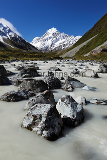 New Zealand, South Island, Canterbury region, Mount Cook National Park: Hooker Valley and river with Mount Cook   Neuseeland, Suedinsel, Region Canterbury, Mount Cook National Park: Hooker River im Hooker Valley und Mount Cook im Hintergrund