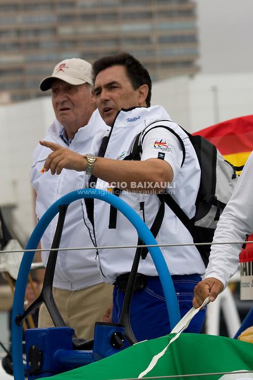 SM D. Juan Carlos I y Pedro Campos, Telefónica Racing Team CEO. TELEFONICA BLUE RACING TEAM .VOLVO OCEAN RACE 2008-2009 start in Alicante, Spain, 11/10/2008