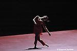 Odile Duboc..centre chorégraphique national de franche-comté-belfort....Rien ne laisse présager de l?état de l?eau..conception et scénographie Odile Duboc et Françoise Michel..chorégraphie Odile Duboc..lumières Françoise Michel..musique Thomas Jeker..costumes Corine Petitpierre..peintures Sergio Lopez....avec Édith Christoph, Bruno Danjoux,..Vincent Druguet, Stéfany Ganachaud,..Dominique Grimonprez, Jung-ae Kim,..Clément Layes, Blandine Minot,..Alban Richard, Françoise Rognerud