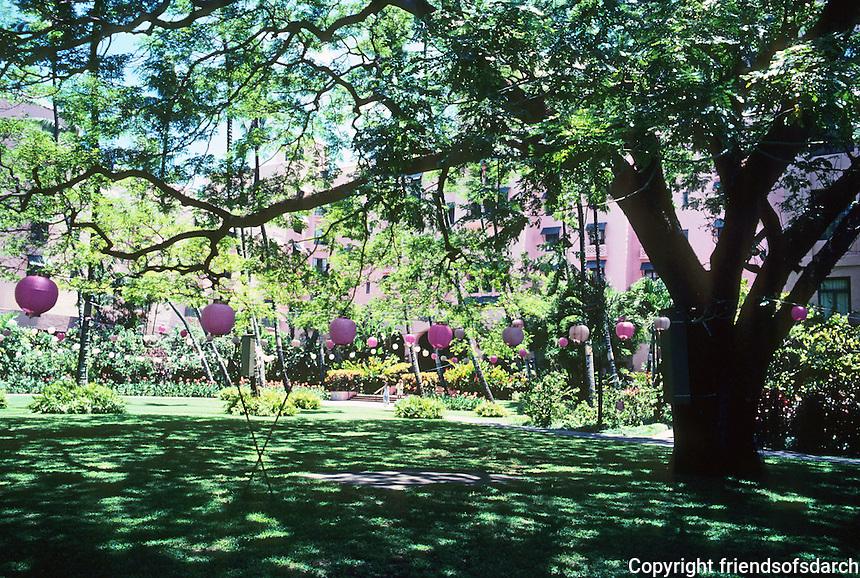 Honolulu: Grounds of Royal Hawaiian Hotel. Photo '82.