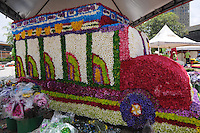 MEDELLÍN -COLOMBIA-02-08-2013. Aspecto de las figuras realizadas con flores que serán parte de la Feria de las Flores 2013 que comienza hoy en Medellín, Colombia./ Aspect of the figures made with flowers and will be part of the Flower Fair 203 that starts today in  Medellin, Colombia.  Photo:VizzorImage/Luis Ríos/STR