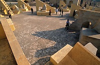 INDIA Rajasthan Jaipur, The Jantar Mantar, historical Observatory of Maharaja Jai Singh II, built between 1727 and 1734, UNESCO world heritage / INDIEN Rajasthan Jaipur, Jantar Mantar, historische Sternwarte des Maharaja Jai Singh II, UNESCO Welterbe