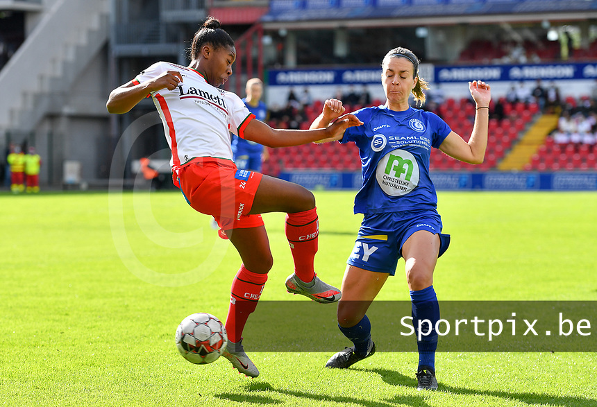 Gent's Elise Meijerinck (23)  pictured in a fight for the ball with Essevee's Esther Buabadi during a female soccer game between Zulte Waregem and the KAA Gent Ladies on the fourth matchday of the 2020 - 2021 season of Belgian Scooore Womens Super League , saturday 10 October 2020  in Waregem , Belgium . PHOTO SPORTPIX.BE | SPP | DAVID CATRY