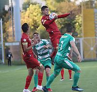 BOGOTÁ - COLOMBIA, 16-09-2018:Andres Correa (Der.) jugador de La Equidad  disputa el balón con Daniel Muñoz (Izq.) jugador del Rionegro durante partido por la fecha 10 de la Liga Águila II 2018 jugado en el estadio Metropolitano de Techo de la ciudad de Bogotá. /Andres Correa (R) player of La Equidad fights for the ball with Daniel Munoz (L) player of Rionegro during the match for the date 10 of the Liga Aguila II 2018 played at the Metropolitano de Techo Stadium in Bogota city. Photo: VizzorImage / Felipe Caicedo / Staff.