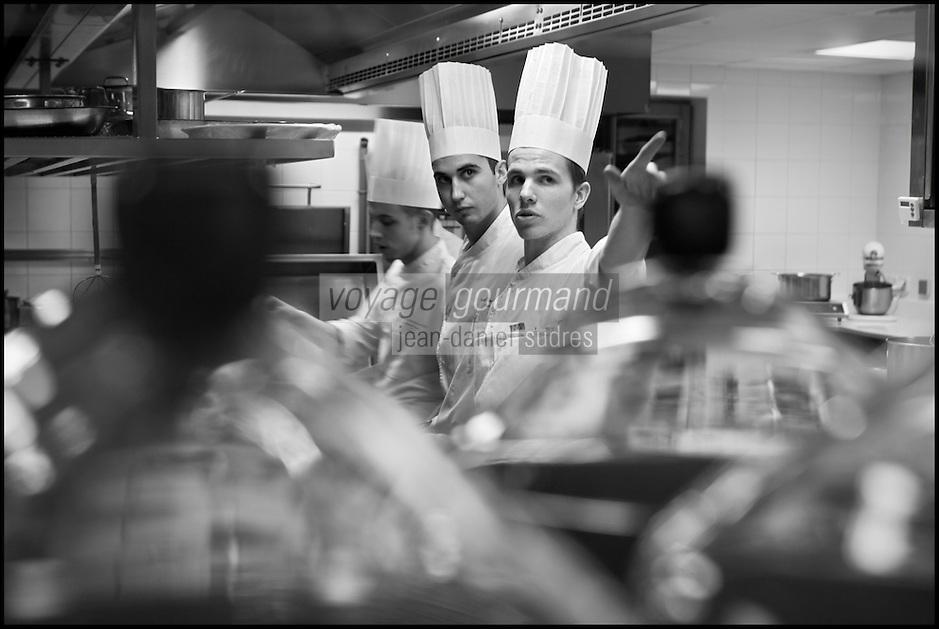 Europe/France/Rhone-Alpes/73/Savoie/Courchevel:  Restaurant: Le Strato Courchevel 1850 [Non destiné à un usage publicitaire - Not intended for an advertising use]