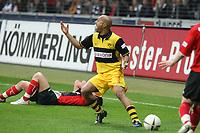Dede (BVB) beschwert sich ueber den Pfiff von Schiedsrichter Wolfgang Stark<br /> Eintracht Frankfurt vs. Borussia Dortmund, Commerzbank Arena<br /> *** Local Caption *** Foto ist honorarpflichtig! zzgl. gesetzl. MwSt. Auf Anfrage in hoeherer Qualitaet/Aufloesung. Belegexemplar an: Marc Schueler, Am Ziegelfalltor 4, 64625 Bensheim, Tel. +49 (0) 6251 86 96 134, www.gameday-mediaservices.de. Email: marc.schueler@gameday-mediaservices.de, Bankverbindung: Volksbank Bergstrasse, Kto.: 151297, BLZ: 50960101