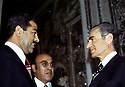 Iran 1975.Rencontre à Téhéran du Shah et de Saddam Hussein, vice-président irakien.Iran 1975.Meeting in Teheran : Saddam Hussein, vice-president of Iraq and Reza Mohammad Pahlavi