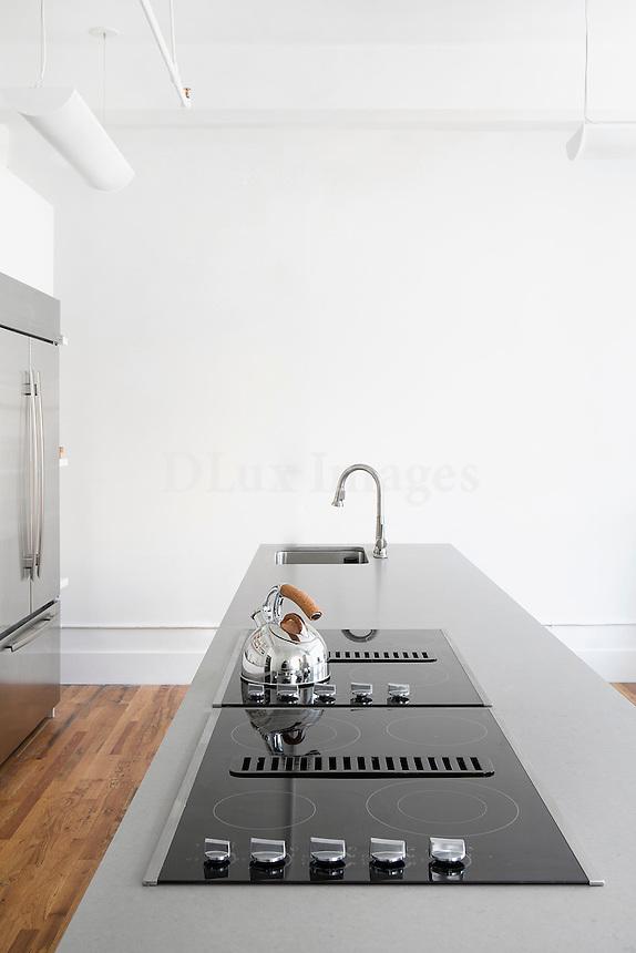 Kitchen island with ceramic hob