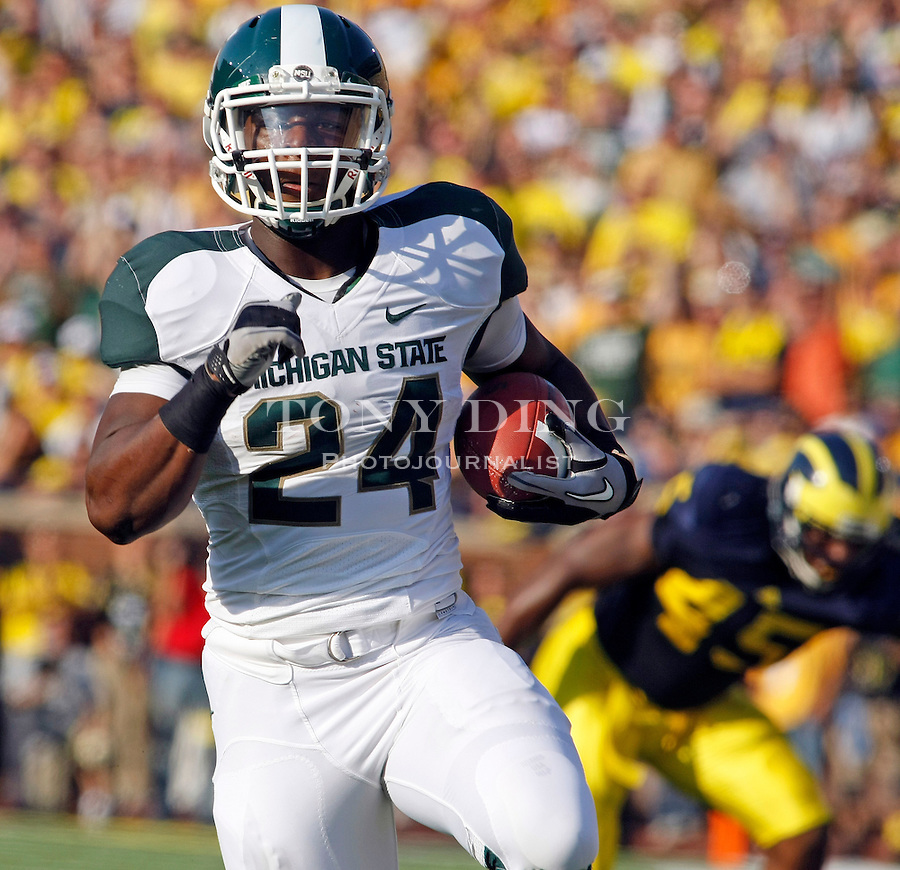 Michigan State running back Le'Veon Bell (24) rush 41 yards for a touchdown in the second quarter of an NCAA college football game with Michigan, Saturday, Oct. 9, 2010, in Ann Arbor, Mich. (AP Photo/Tony Ding)