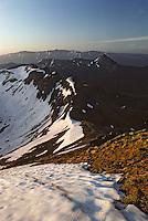 Europe/France/Auvergne/15/Cantal/Parc Naturel Régional des Volcans: Le Puy de Peyre-Arse (1806 mètres) et le Puy Griou (1694 mètres) depuis le massif du Puy Mary (1787 mètres) à l'aube