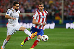 Atletico de Madrid's Mandzukic (R) and Real Madrid´s Daniel Carvajal during quarterfinal first leg Champions League soccer match at Vicente Calderon stadium in Madrid, Spain. April 14, 2015. (ALTERPHOTOS/Victor Blanco)