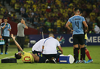BUCARAMANGA - COLOMBIA, 09-02-2020: Nicolas Benedetti de Colombia yace en la grama lesionado durante partido entre Colombia U-23 y Uruguay U-23 por el cuadrangular final como parte del torneo CONMEBOL Preolímpico Colombia 2020 jugado en el estadio Alfonso Lopez en Bucaramanga, Colombia. / Nicolas Benedetti of Colombia demands help after finishing injured during the match between Colombia U-23 and Uruguay U-23 for for the final quadrangular as part of CONMEBOL Pre-Olympic Tournament Colombia 2020 played at Alfonso Lopez stadium in Bucaramanga, Colombia. Photo: VizzorImage / Jaime Moreno / Cont