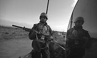 Beira / Mozambico 1993.Mountain troops of Taurinense brigade patrolling Beira corridor during UN mission in Mozambique.- Alpini della brigata Taurinense durante la missione ONU in Mozambico come forza di pace nel 1993 pattugliano in corridoio di Beira per evitare scontri tra i gruppi armati Renamo e Frelimo dopo 20 anni di guerra civile..Photo Livio Senigalliesi