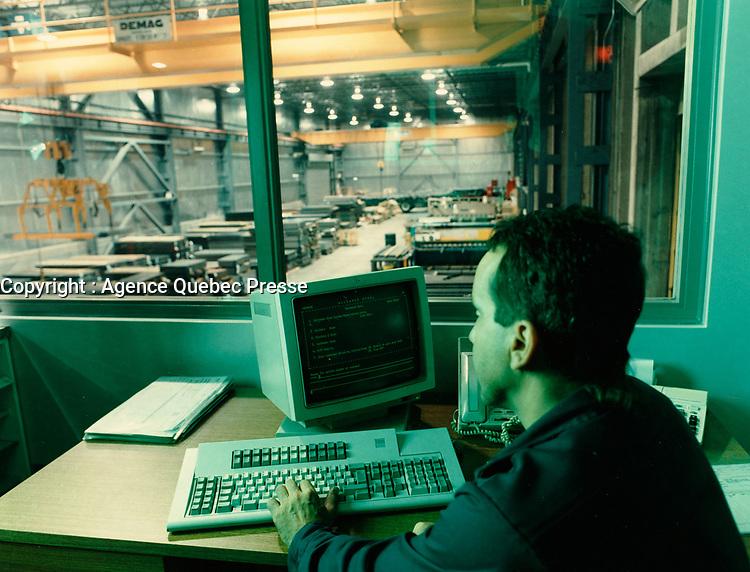 Industrie de la transformation du metal plat<br /> 1998 (date exacte inconnue)<br /> <br /> PHOTO : Agence Quebec Presse