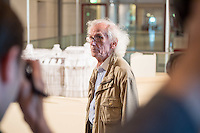 """Zum 20. Jahrestag des """"Verhuellten Reichstags"""" empfing Bundestagspraesident Norbert Lammert den Kuenstler Christo, auf dessen Initiative der Reichstag am 24. Juni 1995 das Kunstprojekt stattfand.<br /> Die Kuenstler Christo und seine 2009 verstorbene Ehefrau Jeanne-Claude hatten seit 1971 fuer ihr Projekt geworben, bis der Bundestag ihm einer namentlichen Abstimmung am 25. Februar 1994 endlich zustimmte. Ein Jahr spaeter, vom 24. Juni bis 7. Juli 1995, wurde das Reichstagsgebaeude verhuellt.<br /> Die Ausstellungsstuecke, welche die Geschichte des Projektes zeigen, wurden von dem  Unternehmer Lars Windhorst erworben und dem Bundestag fuer die Dauer von zunaechst 20 Jahren kostenlos zur Verfuegung stellt.<br /> Im Bild: Christo am Modell des verhuellten Reichstag.<br /> 17.6.2015, Berlin<br /> Copyright: Christian-Ditsch.de<br /> [Inhaltsveraendernde Manipulation des Fotos nur nach ausdruecklicher Genehmigung des Fotografen. Vereinbarungen ueber Abtretung von Persoenlichkeitsrechten/Model Release der abgebildeten Person/Personen liegen nicht vor. NO MODEL RELEASE! Nur fuer Redaktionelle Zwecke. Don't publish without copyright Christian-Ditsch.de, Veroeffentlichung nur mit Fotografennennung, sowie gegen Honorar, MwSt. und Beleg. Konto: I N G - D i B a, IBAN DE58500105175400192269, BIC INGDDEFFXXX, Kontakt: post@christian-ditsch.de<br /> Bei der Bearbeitung der Dateiinformationen darf die Urheberkennzeichnung in den EXIF- und  IPTC-Daten nicht entfernt werden, diese sind in digitalen Medien nach §95c UrhG rechtlich geschuetzt. Der Urhebervermerk wird gemaess §13 UrhG verlangt.]"""