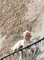 Papa Benedetto XVI sul balcone del Campidoglio, Roma, 9 marzo 2009..Pope Benedict XVI stand on the Campidoglio City Hall's balcony in Rome, 9 march 2009..UPDATE IMAGES PRESS/Riccardo De Luca