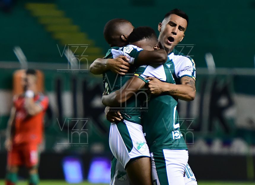 PALMIRA - COLOMBIA, 28-09-2019: Jugadores del Cali durante los actos protocolarios previo al partido entre Deportivo Cali y Patriotas Boyacá por la fecha 13 de la Liga Águila I 2019 jugado en el estadio Deportivo Cali de la ciudad de Palmira. / Players of Cali during formal events prior match as part Aguila League I 2019 between Deportivo Cali and Patriotas Boyaca played at Deportivo Cali stadium in Palmira city .  Photo: VizzorImage / Nelson Rios / Cont