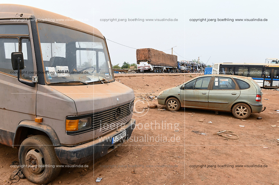 MALI, Diboli, frontier station to Senegal, customs station, imported used cars from Europe, Mercedes Benz transporter from France with french number plate / Grenzort Diboli zumSenegal bei Kayes, Zollstation, importierte Autos aus Europa