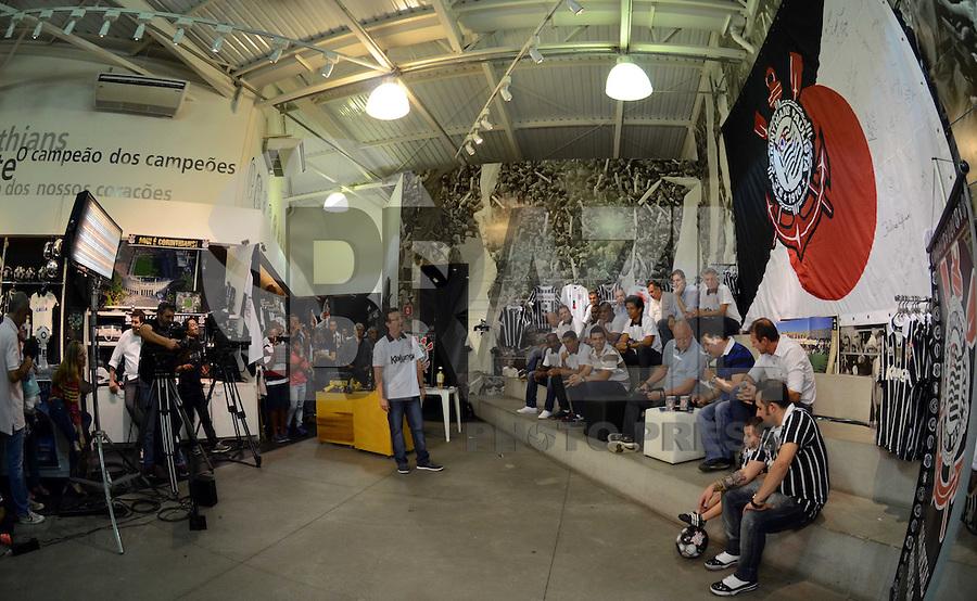 SAO PAULO SP, 16.12.2013 -  Neto grava programa ao vivo direto da loja l do Corinthians dentro do parque Sao Jorge na zona leste de Sao Paulo.  (FOTO: ALAN MORICI / BRAZIL PHOTO PRESS).