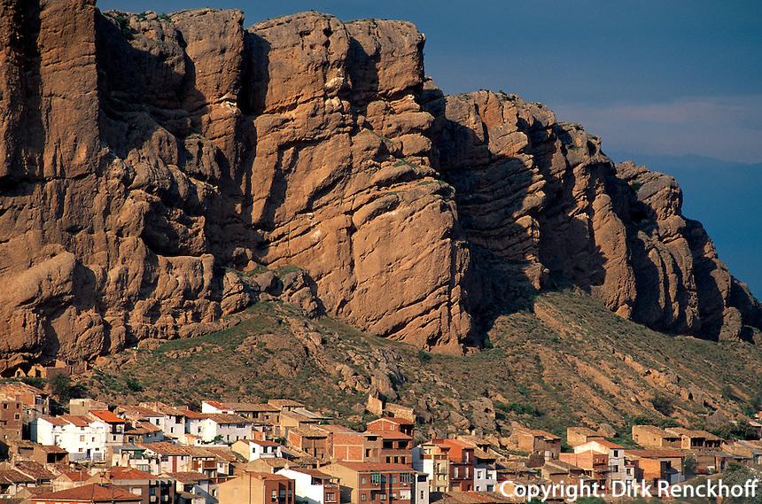 Felswände am Río Cidaco, Quel, La Rioja, Spanien