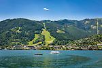 Oesterreich, Salzburger Land, Zell am See: Blick ueber den Zeller See auf Zell am See mit der Schmittenhoehe (rechts) | Austria, Salzburger Land, Zell at Zeller Lake with Schmittenhoehe mountain (right)