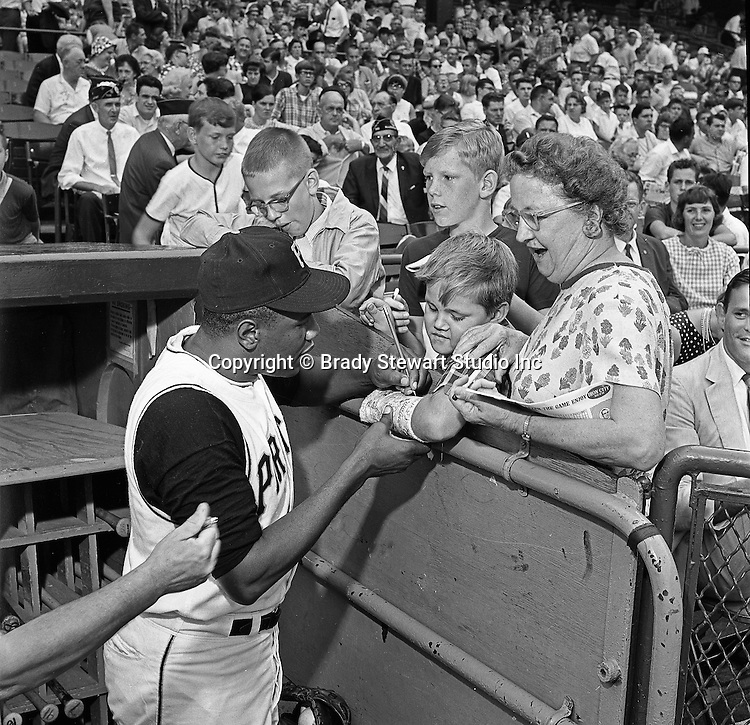 Pittsburgh PA:  Willie Stargell signing autographs at the HYPO charity baseball game with the Cleveland Indians.<br /> The money raised by HYPO (Help Young Players Organize) was used to help local communities buy equipment and build ball fields.