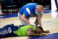10-04-2021: Basketbal: Donar Groningen v ZZ Leiden: Groningen, Leiden speler Giddy Potts geblesseerd op de grond