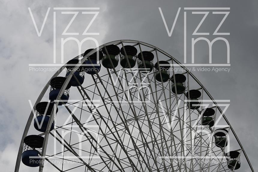 BOGOTÁ-COLOMBIA-29-01-2013. Rueda panorámica en el parque Salitre en Bogotá./ Ferris wheel at the Salitre park in Bogotá.  Photo: VizzorImage/STR