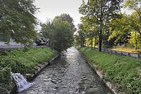 - Milan, il fiume Lambro Meridionale attraversa il quartiere Barona alla periferia sud della città<br /> <br /> - Milano, the Lambro River runs through the Barona district on the southern outskirts of the city