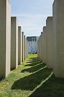 2005 - auteur Aurélie NEMOURS.72 blocs de granit rectangulaires disposes en rectangle