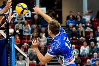 GRONINGEN - Volleybal, Lycurgus - SSS , Eredivisie, Martiniplaza, seizoen 2021-2022,  03-10-2021,  smash Lycurgus speler Bjarne Huus