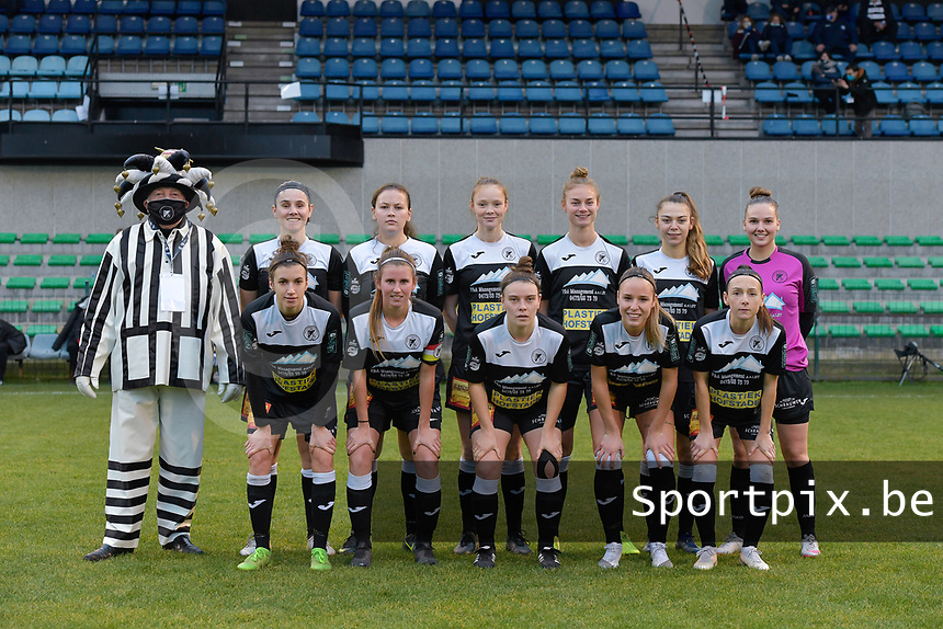 team of Aalst with Annelies Van Loock (9 of Aalst)    Valentine Hannecart (8 of Aalst)   Loes Van Mullem (33 of Aalst)   Margaux Van Ackere  (37 of Aalst)   Tiffanie Vanderdonckt (5 of Aalst)   Goal keeper Silke Baccarne (1 of Aalst)   Justine Blave (22 of Aalst)   Chloe Van Mingeroet (17 of Aalst)   Lieselot De Kegel (15 of Aalst)   Daisy Boudewijns (30 of Aalst)   Anke Vanhooren (7 of Aalst)  pictured during a female soccer game between Eendracht Aalst and AA Gent Ladies on the 10 th matchday of the 2020 - 2021 season of Belgian Scooore Womens Super League , Saturday 19 th of December 2020  in Aalst , Belgium . PHOTO SPORTPIX.BE | SPP | DIRK VUYLSTEKE