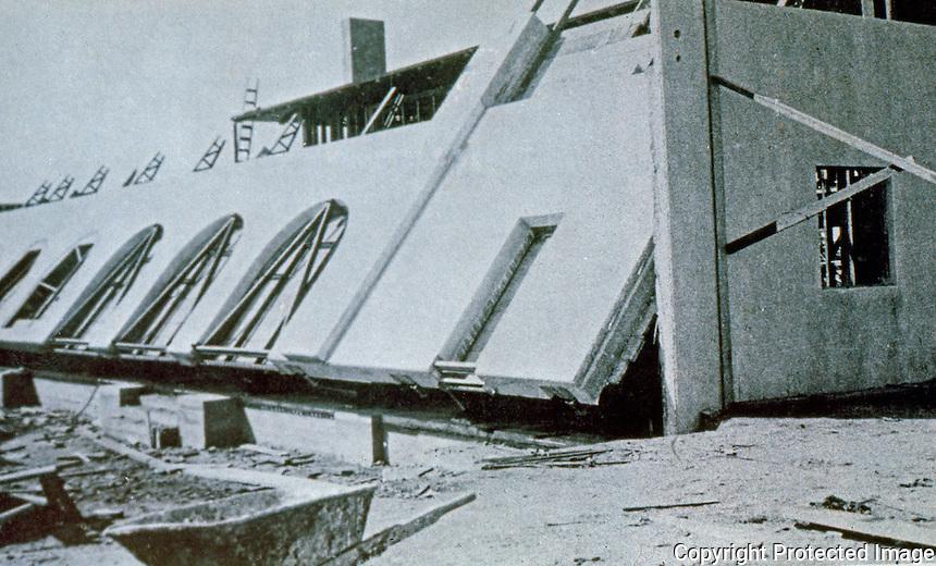 Irving Gill: La Jolla Woman's Club under construction. Tilt-slab method.