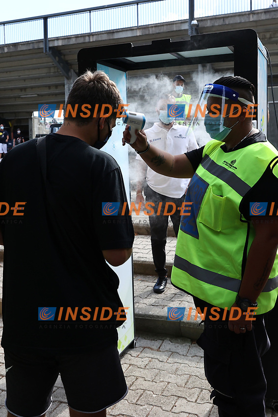 A steward check the temperature of a spectator prior to the friendly football match between Castel di Sangro Cep 1953 and ASD L'Aquila 1927 at stadio Patini in Castel di Sangro, Italy, August 28, 2020. <br /> Photo Cesare Purini / Insidefoto