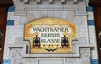 Nederland  Haarlem - 2020.  Station Haarlem. Wachtkamer Eerste Klasse.  Tegeltableau van de firma Rozenburg.   Foto : ANP/ HH / Berlinda van Dam